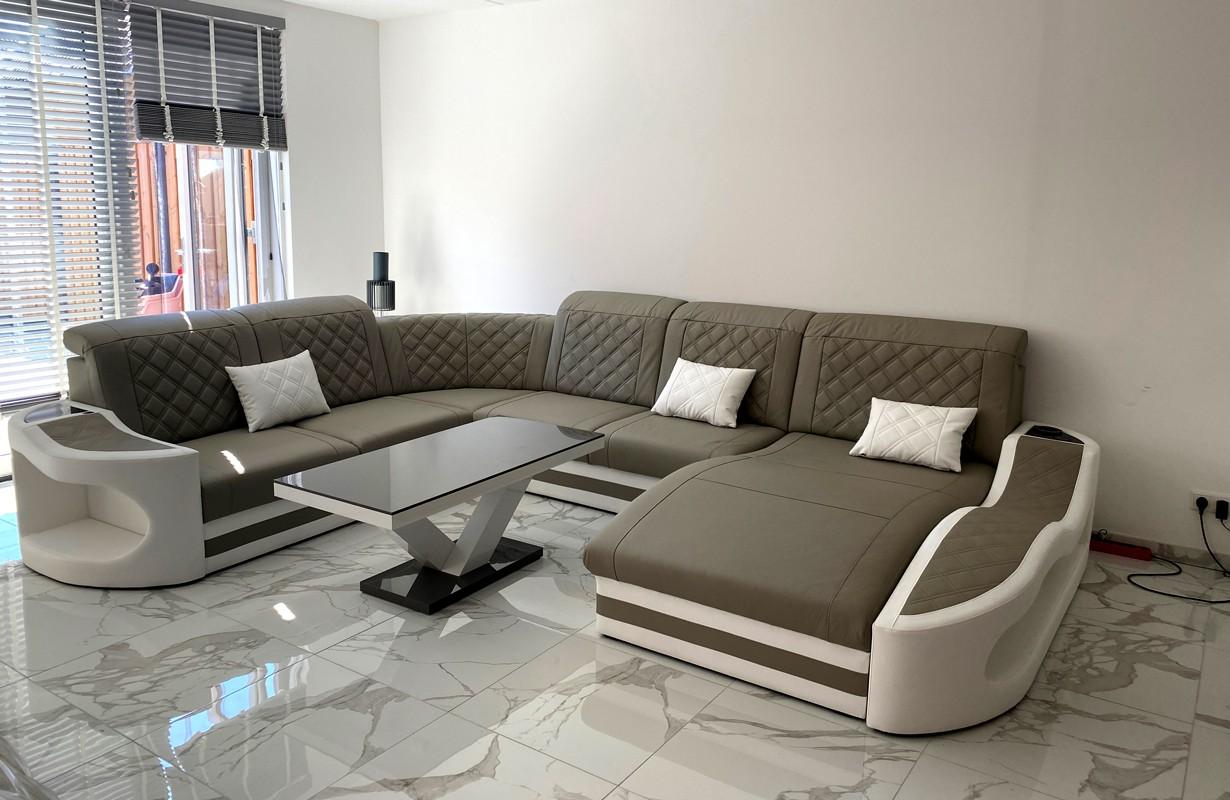 Grand canapé en cuir avec éclairage LED et port USB