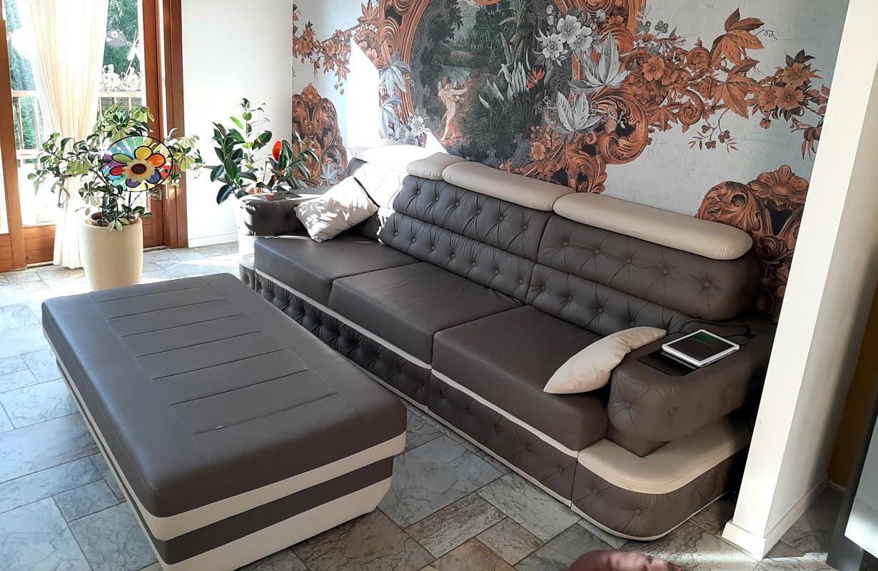 Canapé 3 places en cuir avec éclairage LED et port USB